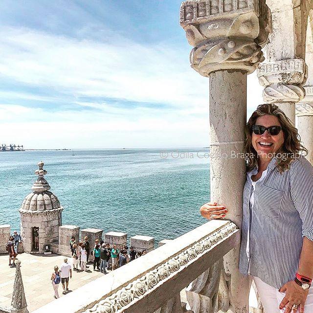 Hugging huge History at Torre de Belem. Foto by @mica.cabo . . . #portugal #torredebelem #portuguesehistory #fotografabrasileiraemlisboa #fotografiadeviagem #traveleurope #bluesky #riotejo #tagusriver #portuguesepassion #canonpt #canonglobal #lisbonalive #albumdeviagem