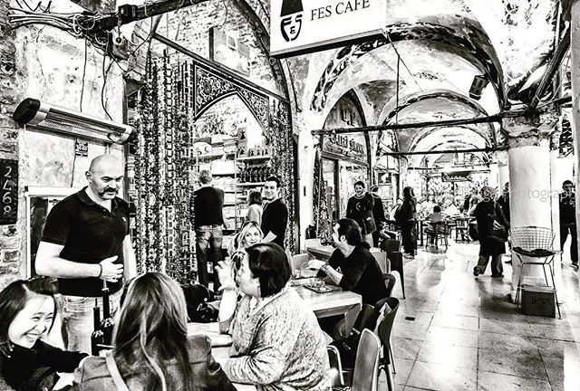 When in Istanbul... it doesn't get any better than having tea at the Grand Bazaar! . . . #istanbul #grandbazaar #tea #teaatthegrandbazaar #contantinople #bnw_captures #canon #canonphotographer #people #bnwphotography #bnw_of_our_world #keepitbrief #fotografabrasileiraemlisboa #bnw_perfection #traveleurope #streetphotography #canomglobal #urbanphotography