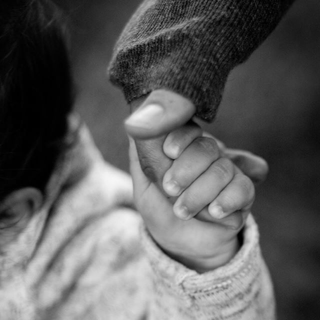 There is only a short period time their little hand will wrap around mama's finger like this. #bethanybrinkworthphotography #arlingtonheightsphotographer  #chicagofamilyphotographer #naturallightstudio #lakecountyfamilyphotographer #lifestylefamilyphotographerchicago #cookcountyphotographer #longgrovestudio #blackandwhitephotography #amateurs_bnw #bnw_captures  #bnw_life #ae_bnw #bw_divine #childhoodunplugged #letthekids #letthembelittle #candidchildhood #cameramama #clickinmoms #ig_motherhood #motherhoodsimplified #momswithcameras #momtogs #pixelkids #realkids #documentyourdays #dearphotographer #clickmagazine #clickinmoms