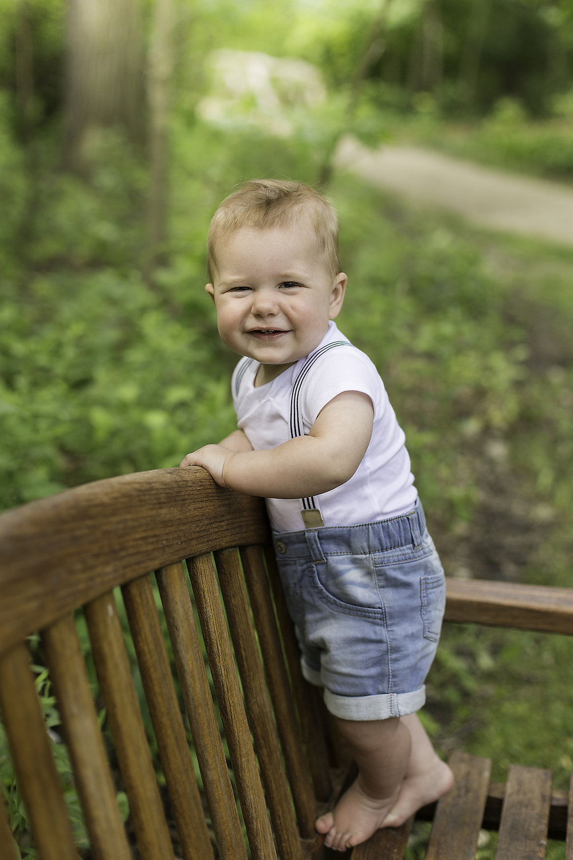 bethany-brinkworth-photography_cake-smash-boy-suspenders.jpg