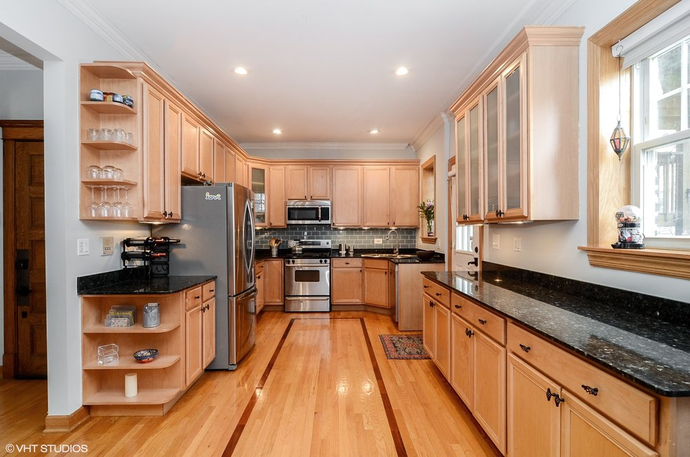 05_1726WGlenlake_1_177_Kitchen_HiRes.jpg