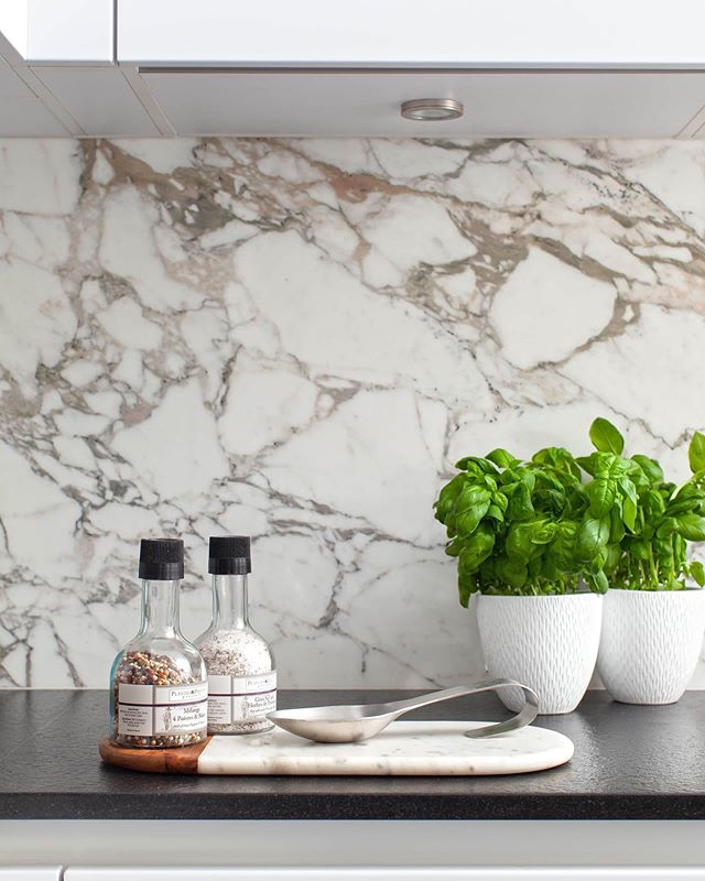 Marble is one of our favourite stones and one that has cemented itself as a firm favourite to bring life and movement to an interior scheme. #calacattaoro is the beauty in this Kensington kitchen scheme. Our client has an impeccable eye so important to visit stone yards and see the marble slabs to get the right veining, movement and if the budget stretches - bookmarking. It's exciting to see the stone chosen come to life through fabrication but so important to agree your template before cutting to avoid an #expensivemistake Happy Thursday all! Thank-you @fwalkerarnottphotography @stephbldn #housebeautiful #magazinepublication #kitchendesign #kitchendesignideas #interiordesign #clientgoals #marble #kitchensplashback #homesandinteriors #kitchendecor #design #designstudio #interior_design #magazinepublications #london #londonstyle #interiorinspiration #thursdayinspiration #highgate #kensington #southkensington #hampstead #belsizepark #blackheath #crouchend