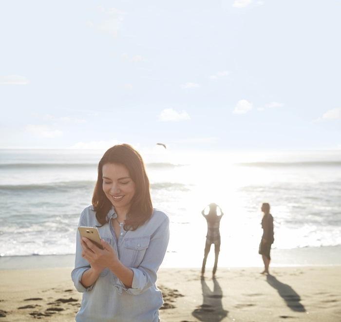 Upravljajte s slušnim aparatom kar na vašem telefonu - Aplikacija ReSound Smart 3D omogoča, neposredno na vašem telefonu, spreminjanje glasnosti in izbor nastavitev, ki so prilagojene krajem, na katerih se pogosto zadržujete.To omogoči izjemno hitro, enostavno ter neopazno prilagoditev slušnega aparata, ko se znajdete na kraju, na katerem se nahajate redno. Potreba po poseganju za uho in iskanju primernih nastavitev postane stvar preteklosti.Mobilna aplikacija omogoča tudi iskanje slušnega aparata, ki ste ga pomotoma založili.
