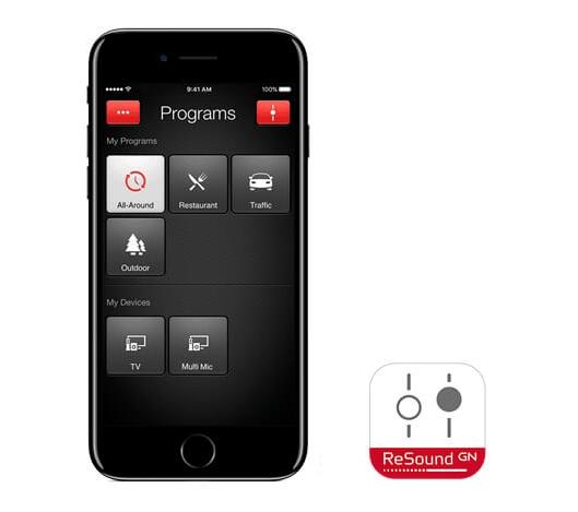 Prilagajajte aparat neposredno iz vašega telefona - Nagrajene aplikacije ReSound Smart omogočajo poosebljanje in prilagoditev slušnega aparata ReSound ENZO² vašemu okusu in slušnim potrebam. Uravnavanje glasnosti, moči nizkih in visokih tonov, kolobarjenje med programi in ustvarjanje priljubljenih nastavitev za kraj, na katerem se nahajate, so funkcije, ki bodo bistveno izboljšale vašo izkušnjo poslušanja. Vse to je moč doseči s preprostim dotikom ekrana vaše prenosne naprave Apple. Prijemanje slušnega aparata za ušesom je stvar preteklosti, aplikacija pa omogoča tudi iskanje slušnega aparata, ki ste ga založili. Aplikacije ReSound Smart so na voljo tudi za pametne ure Apple Watch.