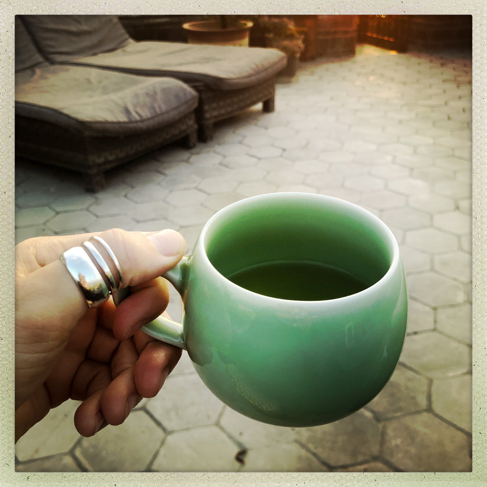 My room is stocked with a tray of delicious tea and a hot water pot, so it's easy to prepare a cup in time for the sunrise.