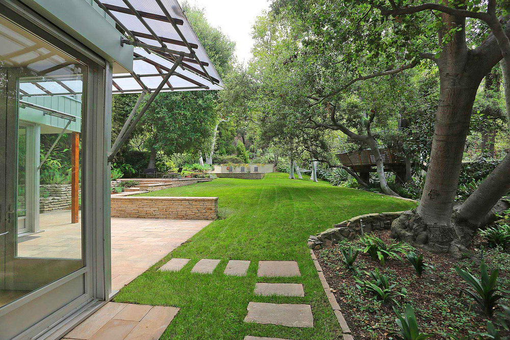 Mandeville contemporary garden and landscaping