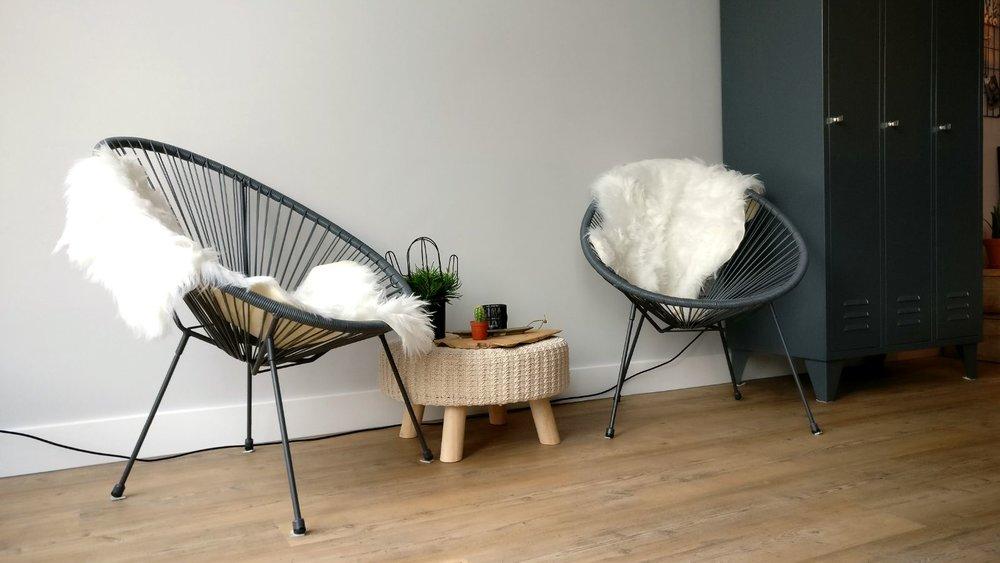 nieuwbouw woonkamer schapenvacht rope chair zitje zithoek.jpg