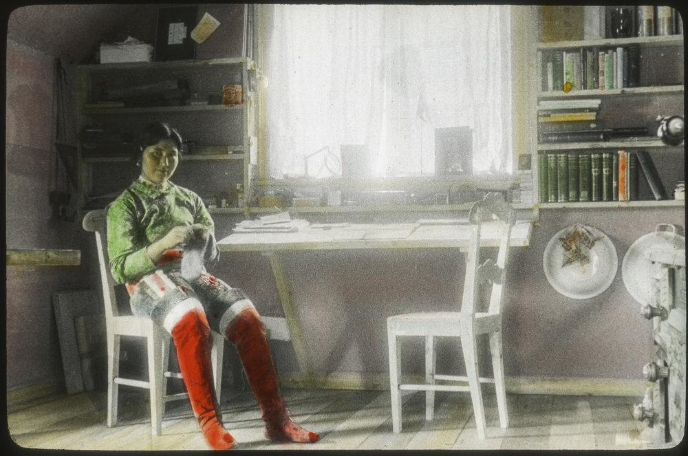 Salamina at Kent's home in Illorsuit