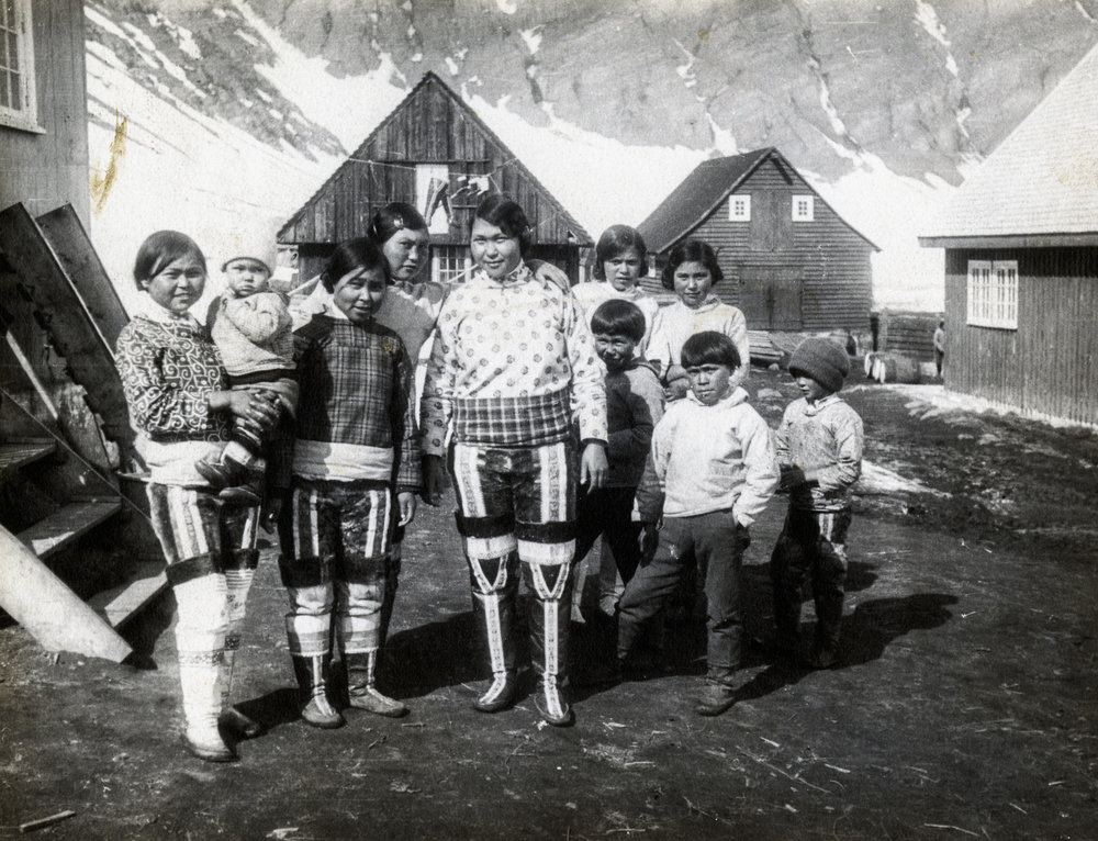 Group portrait in the center of Illorsuit