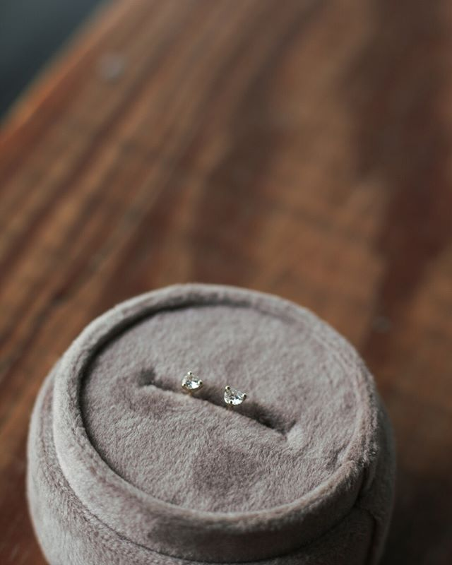 Diamond three prong studs. Message us for yours. . . #sagefinejewelry #sage #texture #madeinwaco #organic #design #alternativebridal #futureheirlooms #diamond #showmeyourrings #ethicallymade #timeless #handmade #engagement #weddingband #shopsmall #shoplocal