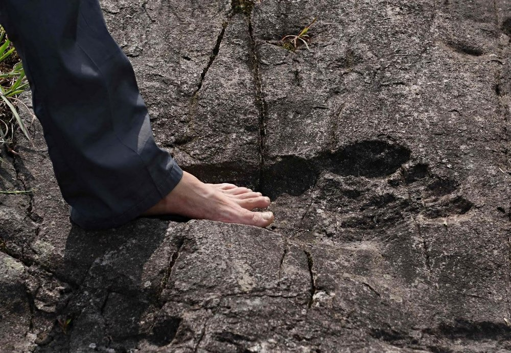 giant-human-footprints-china blue pants.jpg