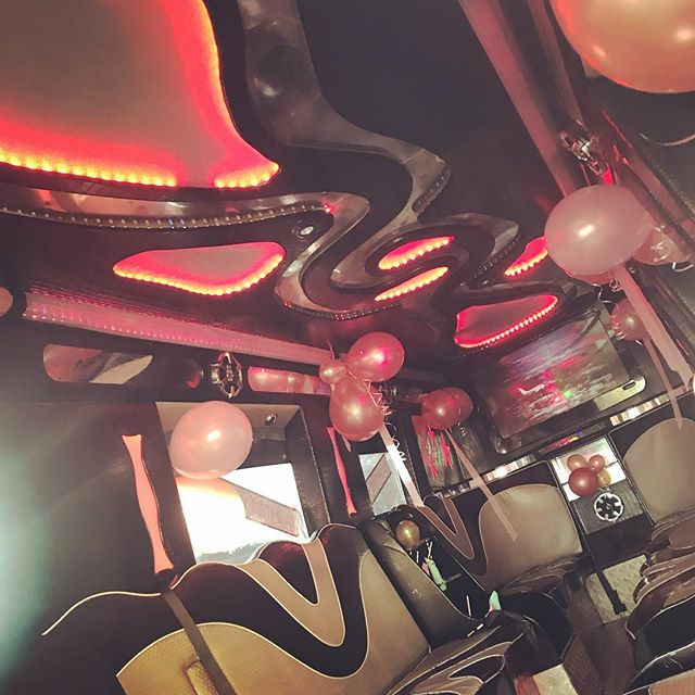 📣🎉 Our silver bus dressed to impress for a Saturday birthday celebration  #silverpartybus #londonpartybuses #london #partybuses #highprofile #luxurytravel #chauffeurdriven #balloons #banners #complimentary bubbly #decor #mobilevenue #travelinstyle #events #party