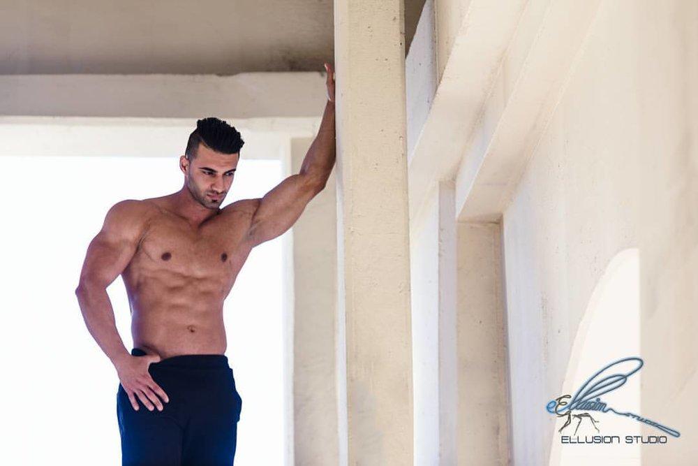 Brisbane topless waiter - Luis