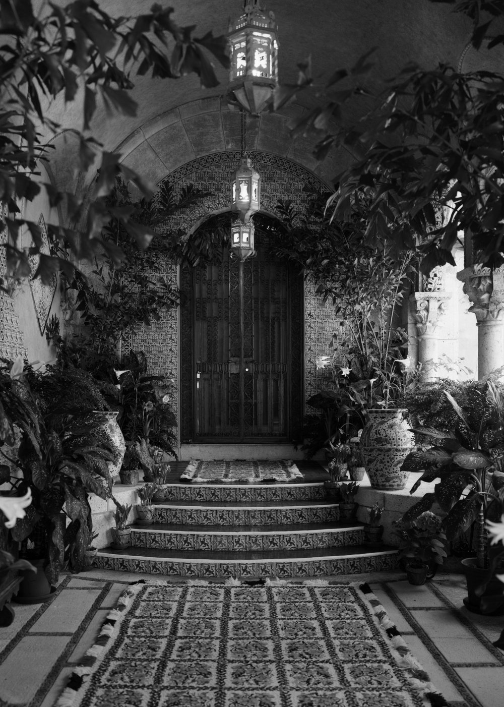 Entrance to owner's suite, Mar-a-Lago, April 1967, Library of Congress.