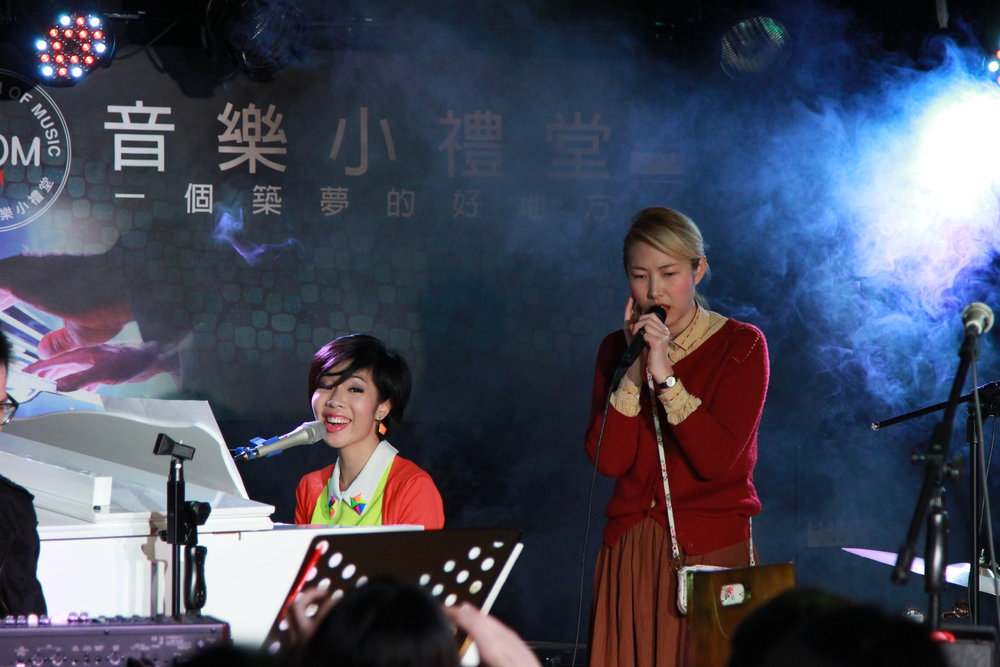 Performance with Sony Music artiste Joanna Wang 王若琳 in Taipei (2014)