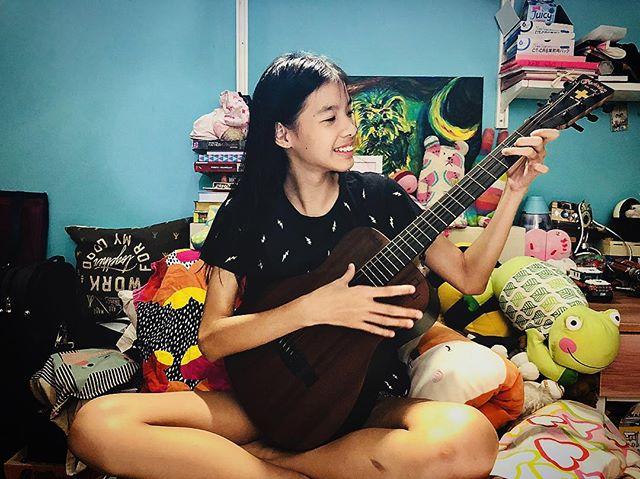 Our amazing Ines has been learning the violin for close to 6 years - and yesterday she had her first experience learning guitar in school in a trial for guitar ensemble CCA. In 30 minutes she was the only newcomer who could play all three guitar parts in time and with the right chord fingering 😱😱😱 she came home and wanted to try it all over again on my #babymartin.  Sometimes we never know why we are out through challenges and how our history has to do with our future. Seeing Ines so filled with Joy with learning a new, yet related instrument reminded me that I don't have to let my history limit my future, but rather all the crazy things I've been through should empower me to the next level of experiences and skills that will bring me to another level as a singer-songwriter and content creator. Love you #inesdewinne you have such a wonderfully teachable spirit. . . . #momlife #sgmummyblogger #musicianlife #proudmama #martinguitars #femaleguitarist