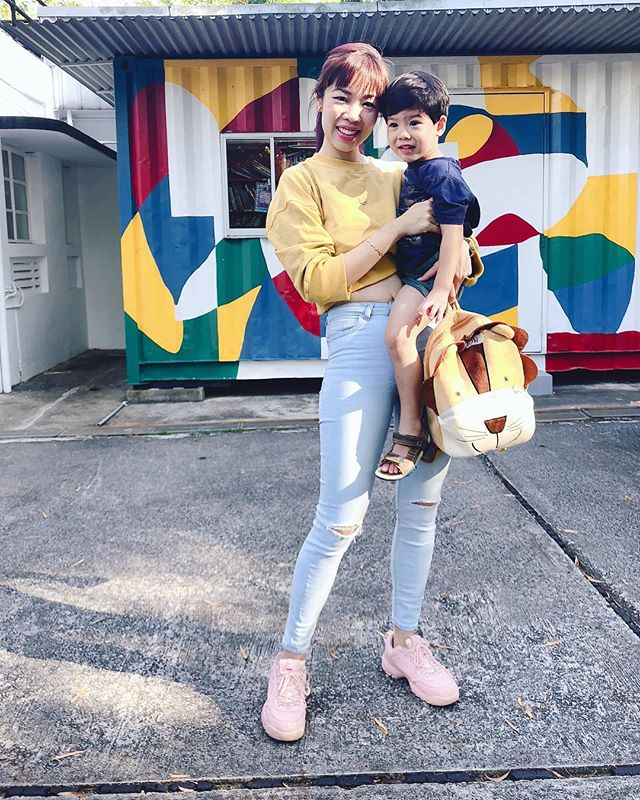 Discovering a new rhythm and new colors for 2019 🌈🌟 . . . #momstyle #sgmummy #cutestboyever #mummysboy #streetstyle #brunette #sgkids #igkids