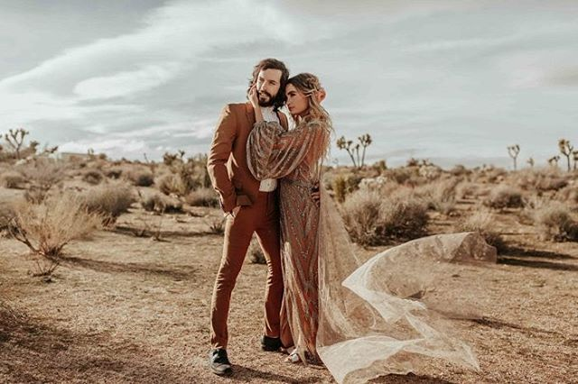 #DestinationElopement dreams. On our 10 acres, we host up to 30 day-guests, and work with private chef @mojave.merilee to create an intimate and exclusive desert experience. . . Photo: @karraleighphoto as part of @styledyou_ 3-day styling workshop. #JoshuaTree #BohoBride #DestinationWedding