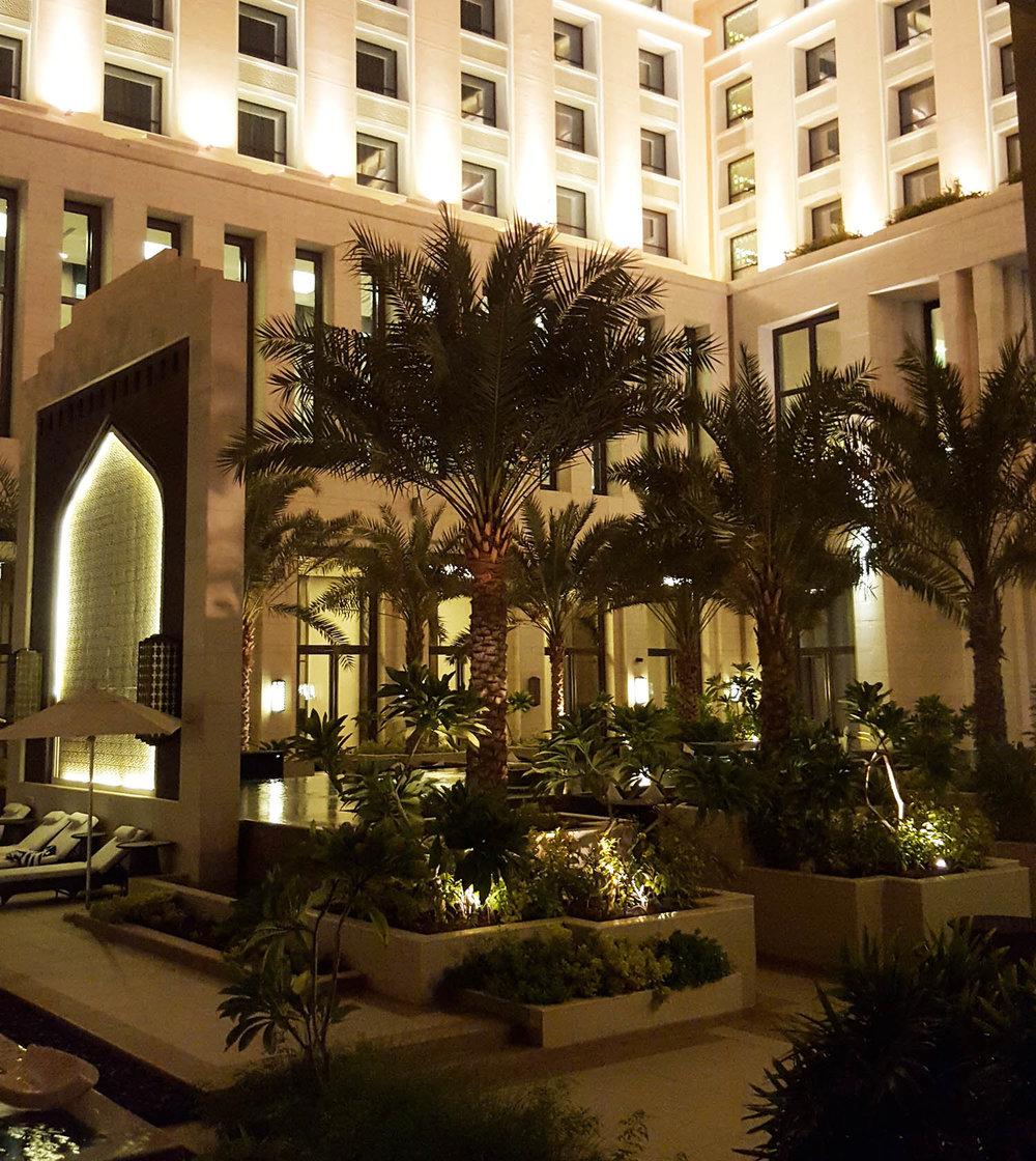 Hormuz Grand courtyard palms.jpg