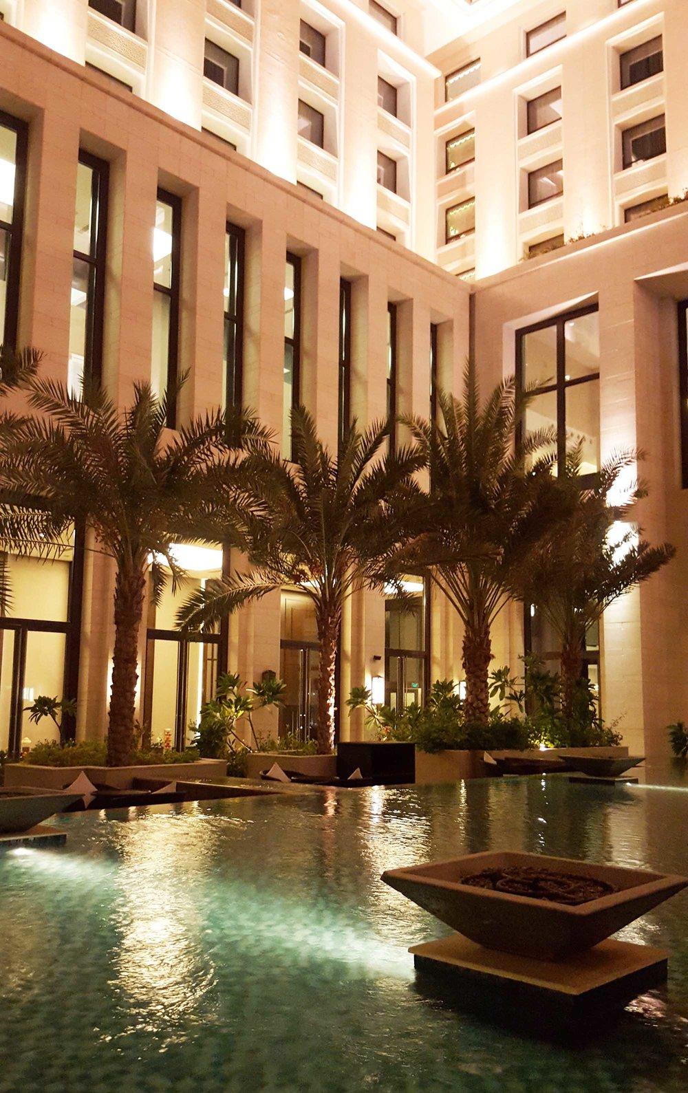 Hormuz Grand courtyard pool and palms1.jpg