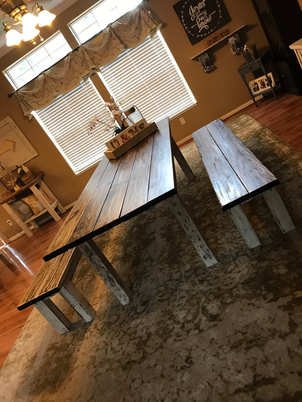 Tranditional Dining Table