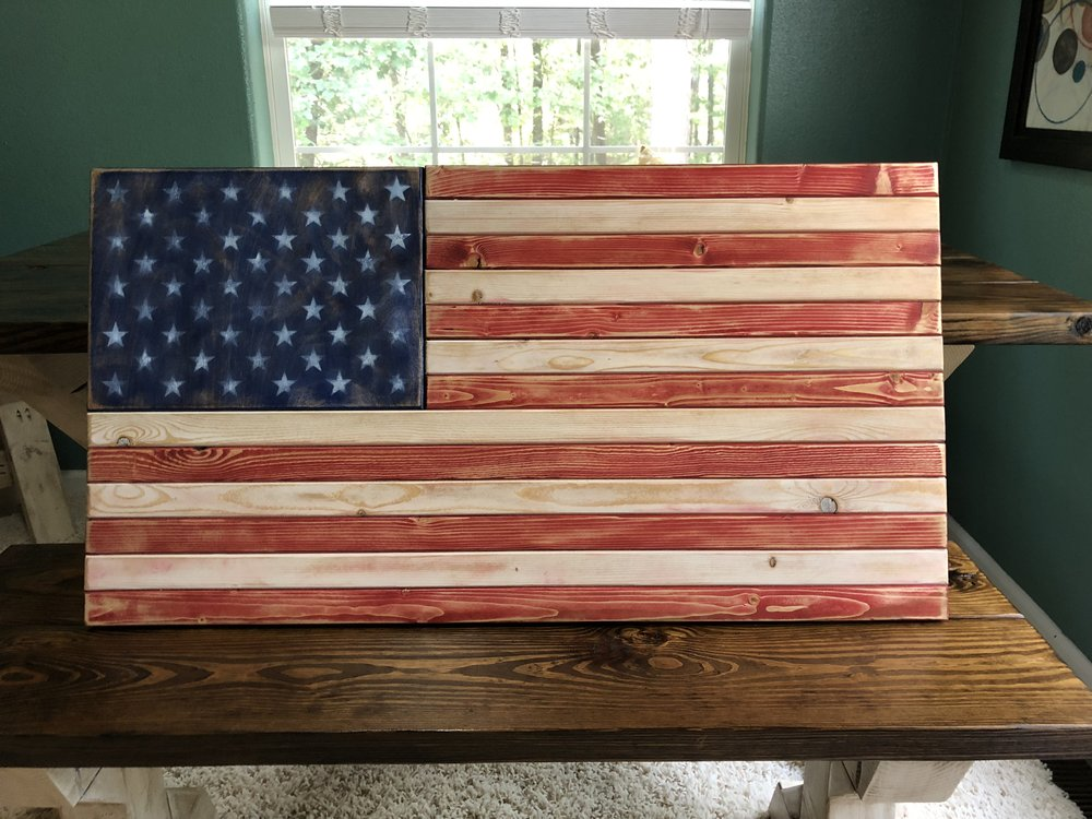 rustic flag decor.JPG