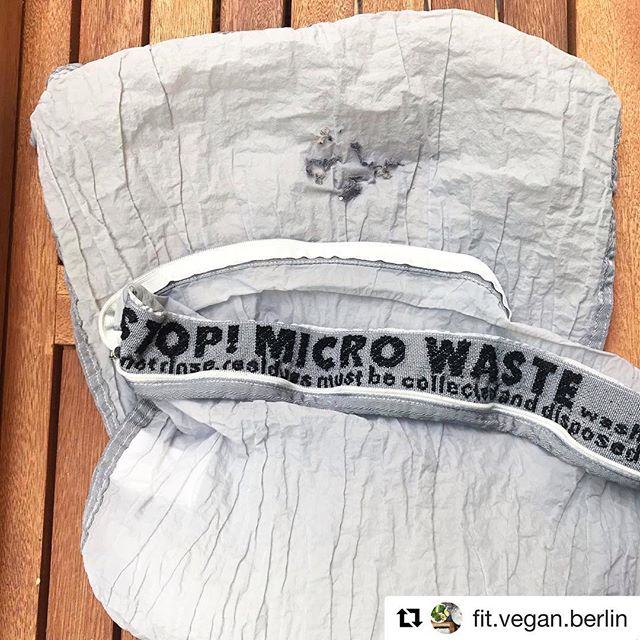 Thanks to @fit.vegan.berlin to share your experinces. It's right: fibers gather over time. You don't have to get them out after each wash. The less fibers, the better. The Guppyfriend was designed to reduce microfiber loss at the source. Due to the filament form and the construction of the mesh material, on average 86% fibers breaking less when washing synthetic textiles. Those that do break are captured reliably in the corners of the Guppyfriend washing bag.  Please filter! to keep our oceans plastic-free. . . #weareguppyfriendly #plasticfree #plasticwaste #skipplastic #washingguide #stopmicrowaste #microplastic #plasticpollution #guppy #guppyfriend #washingbag #marinedebris #plasticfree #conciousliving #stopmicrowaste #plasticfreenature #safetheplanet #environmentallyfriendly #chemfreelife #nontoxic #earthfriendly #greenhome #saynotoplastic #naturalliving #reduceplastic #plasticwaste #environmentalpollution #nature #naturelovers #singleuseplastic