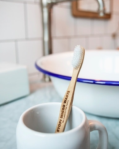 A lot of plastic products can be easily replaced by plastic free alternatives. Start today with your bathroom items. Little things count. . . #weareguppyfriendly #stopmicrowaste #bamboo #plasticfree #plasticfreenature #skipplastic #saynotoplastic #plasticfreealternatives #guppyfriend #toothbrush #usebamboo #bamboobrush #noplastic #stopplastics