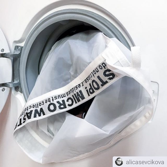 On average 86% fibers break less when washing synthetic textiles inside the Guppyfried Washing Bag. The fibers that still break are hold back reliably. Even better: Textile from natural materials don't release plastic into the environment at all. Rethink your buying habits. Buy less, but better. . .  #weareguppyfriendly #plasticfree #plasticwaste #skipplastic #washingguide #stopmicrowaste #microplastic #plasticpollution #guppy #guppyfriend #washingbag #marinedebris #plasticfree #conciousliving #stopmicrowaste #plasticfreenature #safetheplanet #environmentallyfriendly #chemfreelife #nontoxic #earthfriendly #greenhome #saynotoplastic #naturalliving #reduceplastic #plasticwaste #environmentalpollution #nature #naturelovers #singleuseplastic