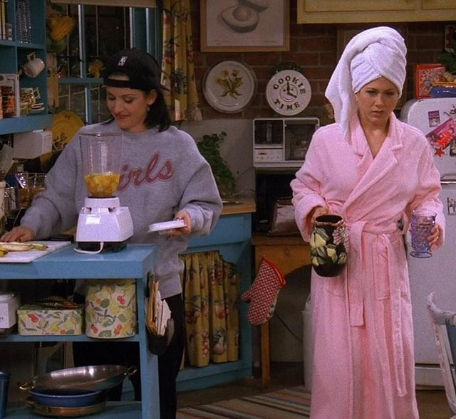 There are two types of people... . . . #friends #tuesday #morning #tv #tvshows #monica #rachel #ny #classics #sitcom #funny #comedy