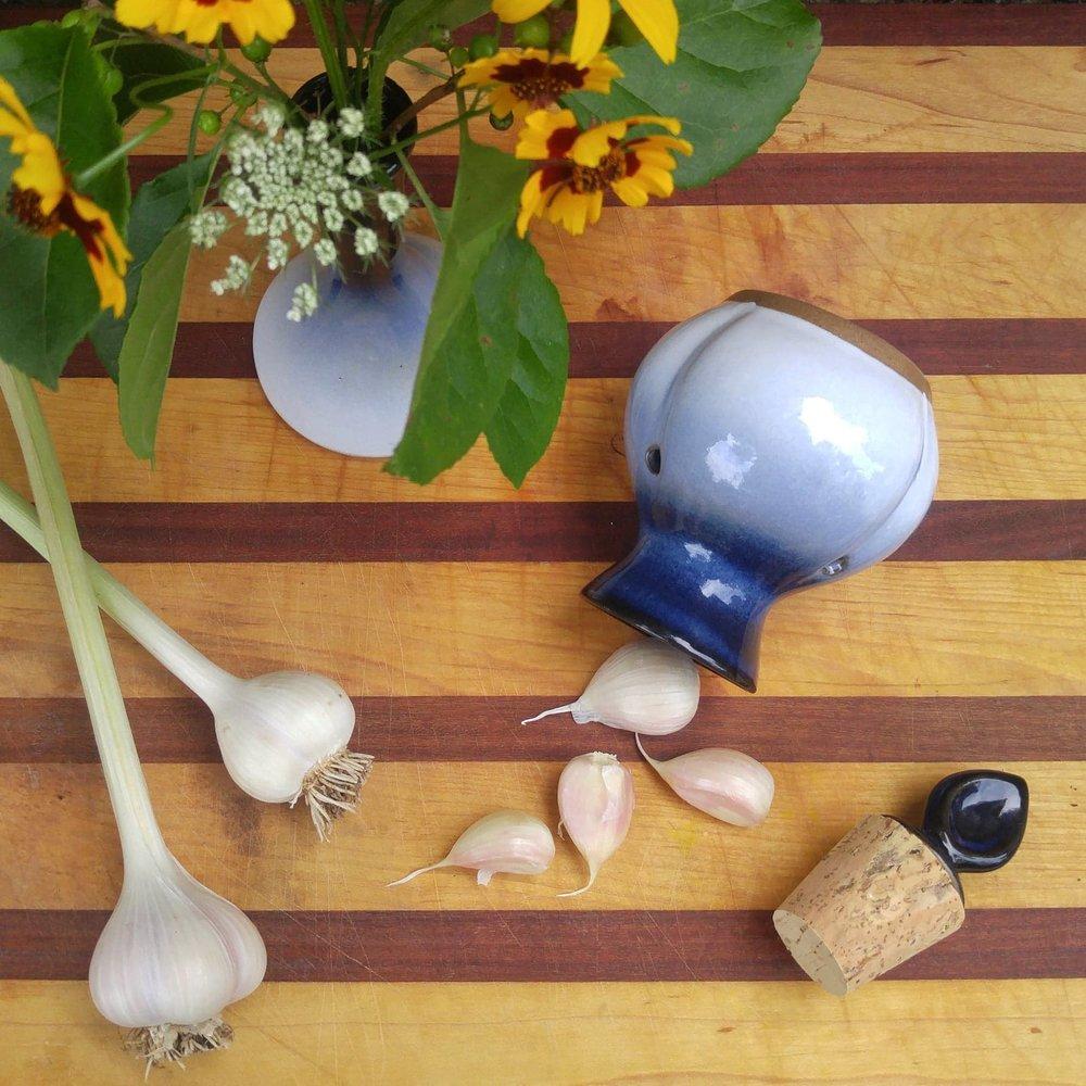 garlic pot.jpg