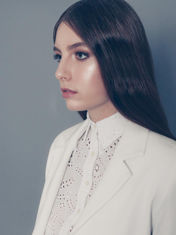 amora_beauty_studio_home_woman_fashion_model_indie_white_coat.jpg
