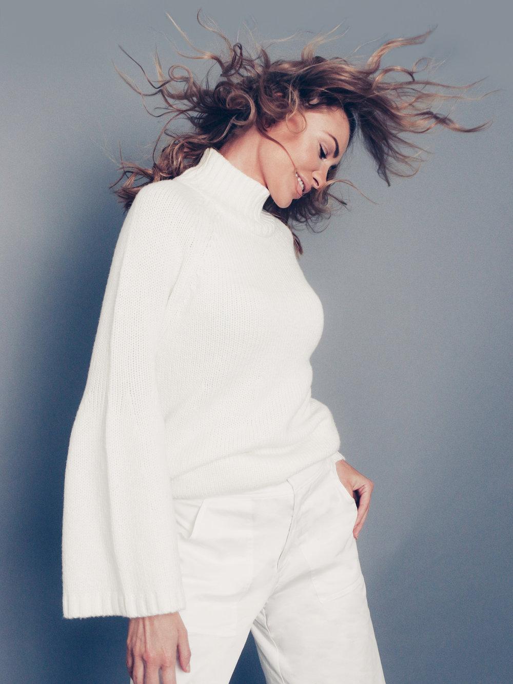 amora_beauty_studio_home_woman_fashion_model_sweater_fun_crazy_miami.jpg