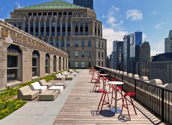 motorola-chicago-office-design-7-700x509.jpg