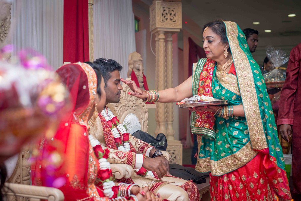 premier-banquetting-london-Hindu-asian-wedding-photographer-natalia-smith-photography-35.jpg