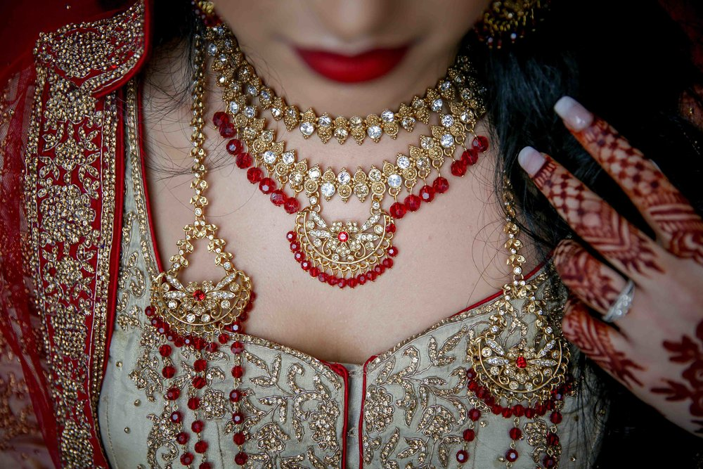 Female-asian-wedding-photographer-Cardiff-City-Hall-natalia-smith-photography-31.jpg
