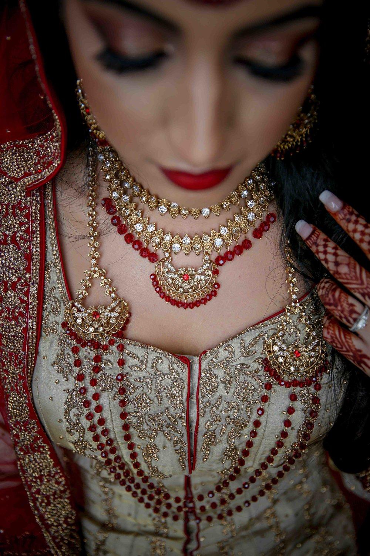 Female-asian-wedding-photographer-Cardiff-City-Hall-natalia-smith-photography-32.jpg