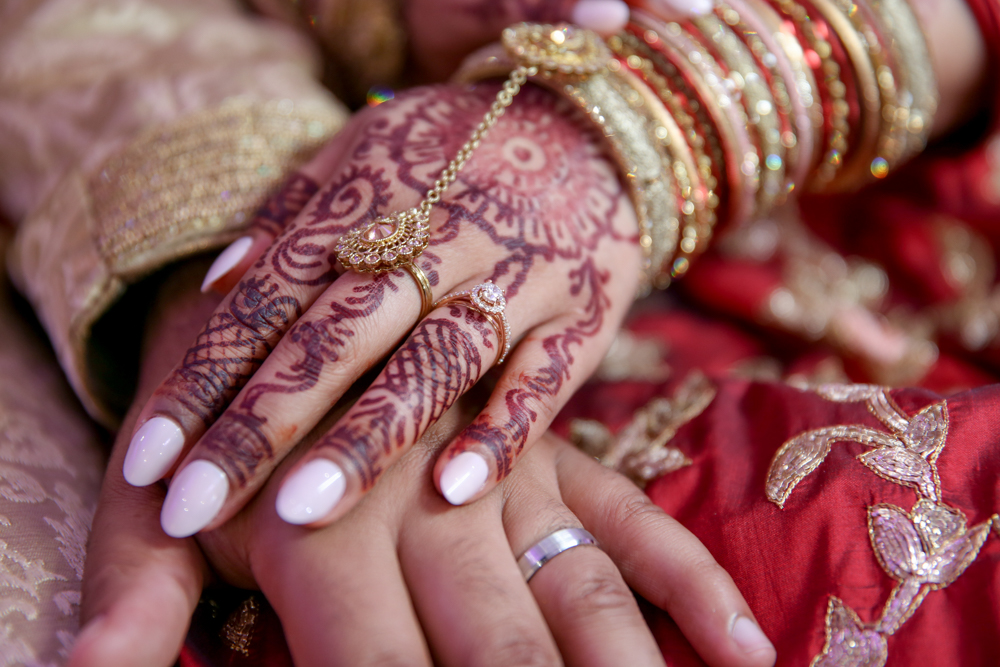 Female-asian-wedding-photographer-London-Ariana-Gardens-natalia-smith-photography-henna-30.jpg