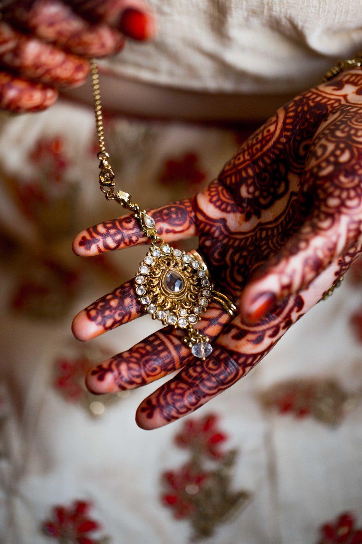 asian-Hindu-wedding-photographer-london-natalia-smith-photography-bride-tikka-14.jpg