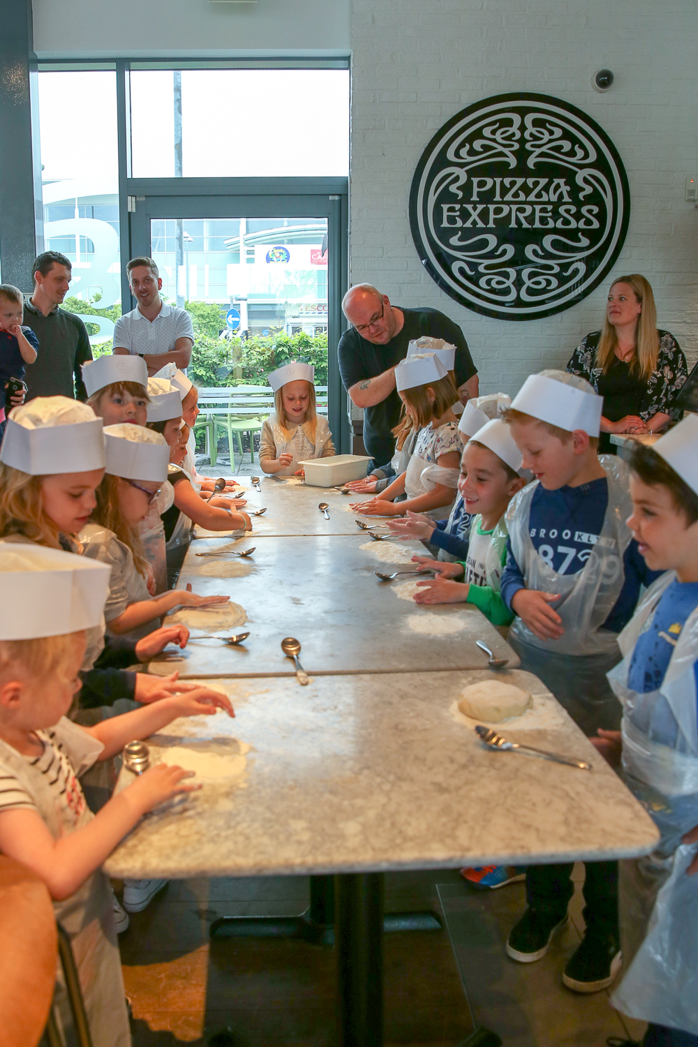 Pizza-Express-Kids-indoor-Birthday-Party-family-photographer-South-Wales-Natalia-Smith-Photography-0001.jpg