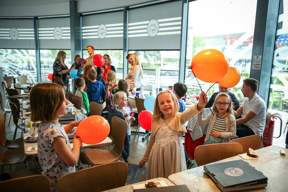 Pizza-Express-Kids-indoor-Birthday-Party-family-photographer-South-Wales-Natalia-Smith-Photography-0020.jpg