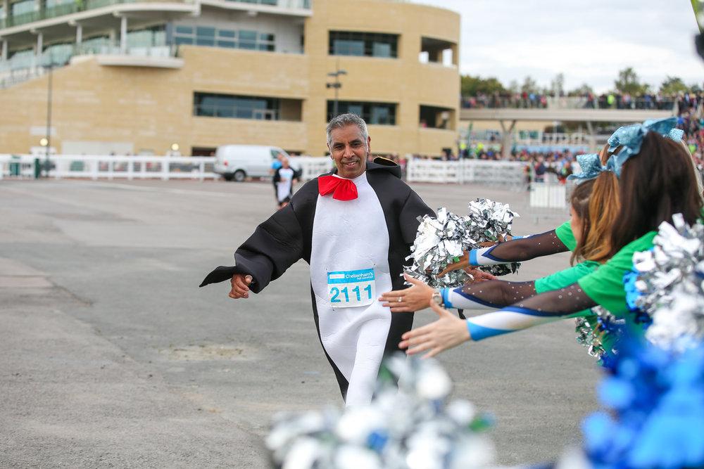 Macmillan-charity-marathon-run-cheltenham-racecourse-september-2018-natalia-smith-photography0211.jpg
