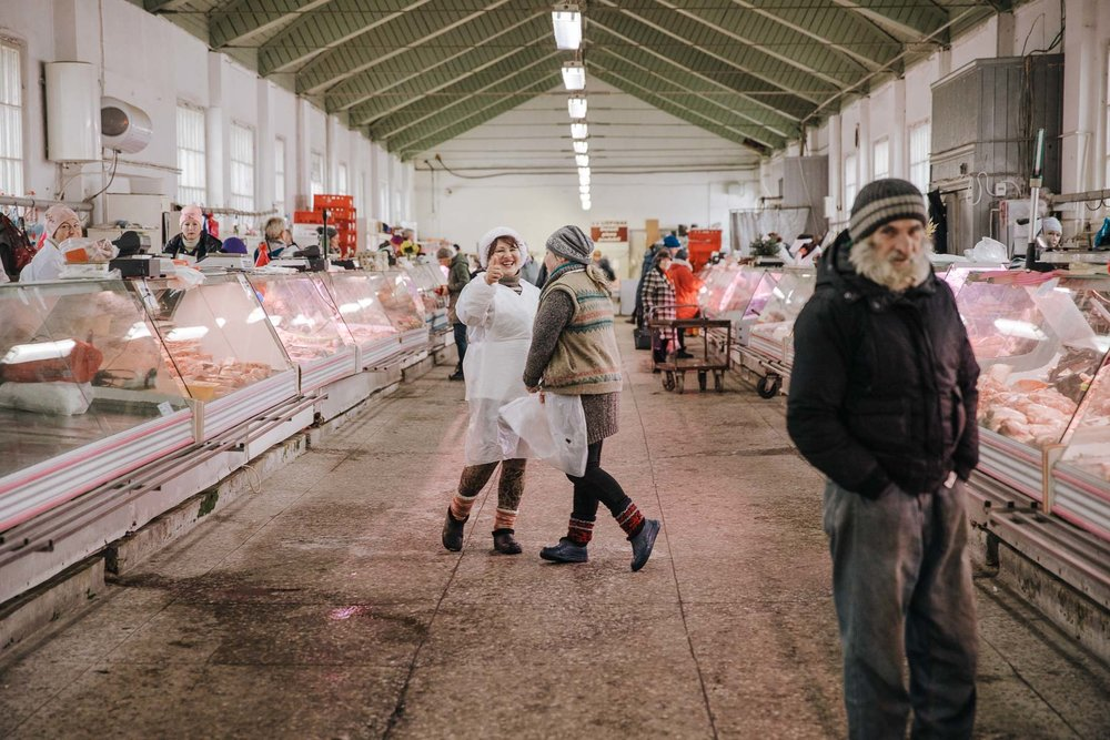 environmental-portrait-post-soviet-country-market-latvia-eastern-europe-emigre-natalia-smith-photography-0003.jpg