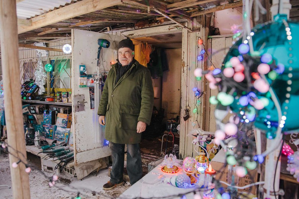 environmental-portrait-post-soviet-country-market-latvia-eastern-europe-emigre-natalia-smith-photography-0008.jpg