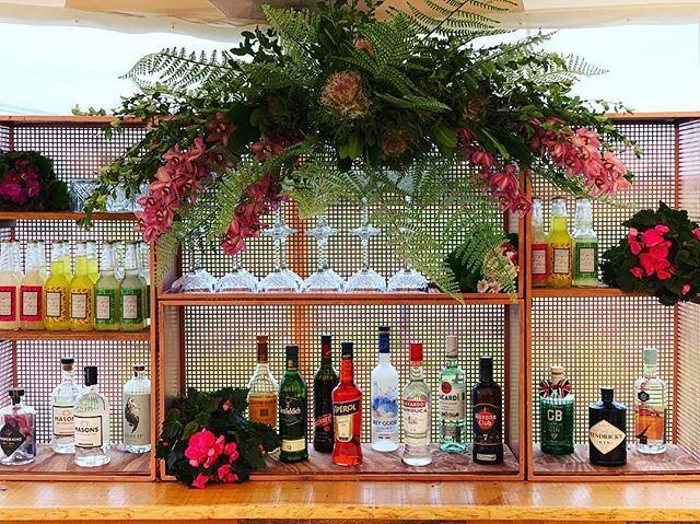 This back bar by @papakata  was the most beautiful way of presenting our range of spirits 🍸 All of our bars include a back bar and shelving to ensure a finished look. #yorkshirebartender #barhire #popupbar #cocktails #cocktailsofinstagram