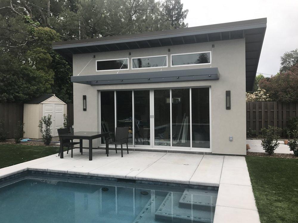 modern-steel-pool-house.JPG