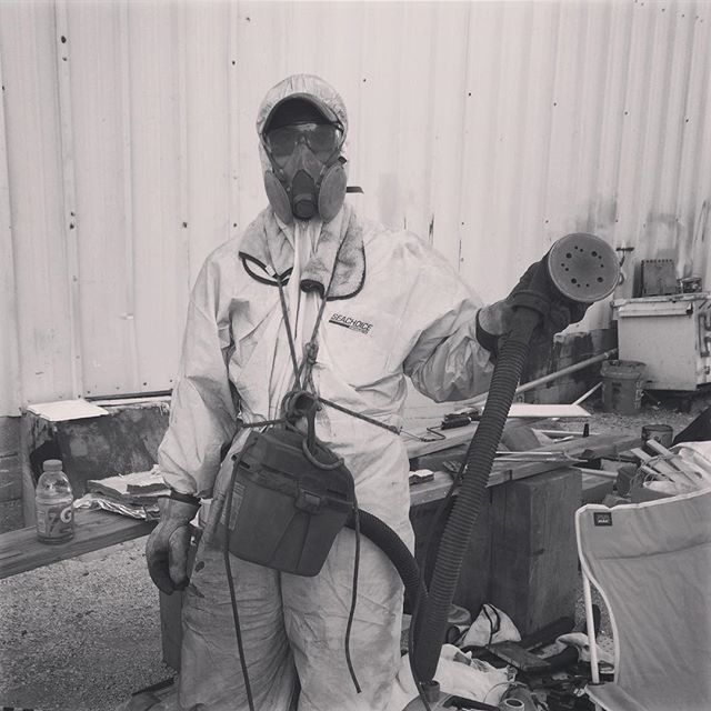Accessories make the outfit. Try adding a portable shopvac to your sanding ensemble to keep those coveralls lily-white. #interluxspringcollection . . . . #boatwork #diy #interluxpaint #crackerboyboatworks