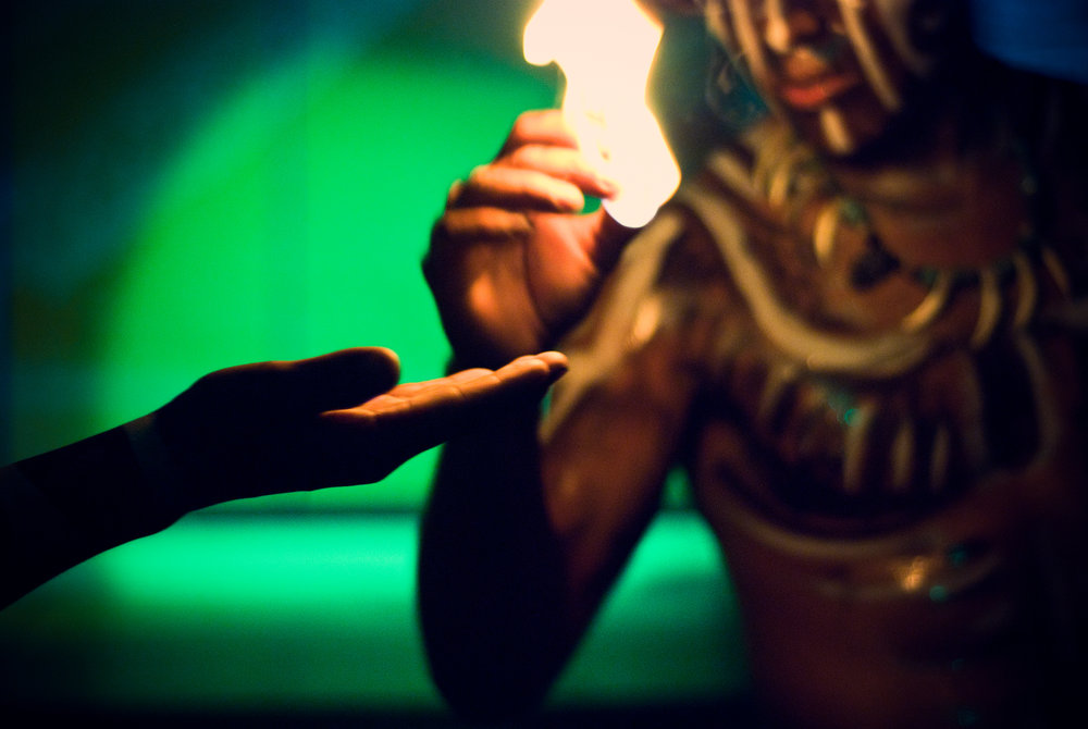 wojtek-jakubiec-photographer-montreal-mayan-mexico-documentary-Mayan-show-fire-ritual.jpg