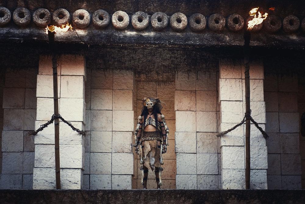 wojtek-jakubiec-photographer-montreal-mayan-mexico-documentary-Xcaret-show-maya-costume-02.jpg