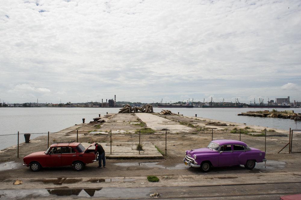 wojtek-jakubiec-photographer-montreal-cuba-havana-street-documentary-abandonned-port-.jpg